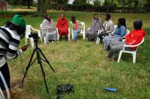 Tansanian Maasai-yhteisö kuvasi yhteisövideon elämästään ja kulttuuristaan Suomen YK-liiton tuella. Kuva: InsightShare/Suomen YK-liitto